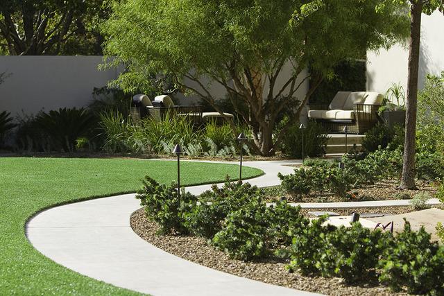 Los jardines y áreas verdes requieren seguir un programa de riego. (Cortesia Southwick Landscape Architects).