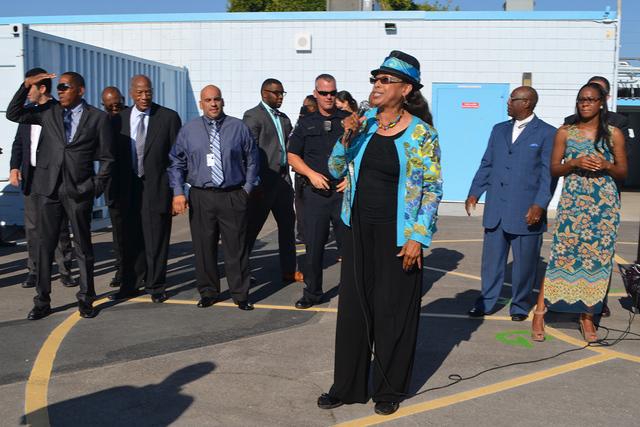 """Linda Young parte de la dirección del Condado de Clark dando la bienvenida a los pequeños """"Build"""" o """"Construir es el lema literal para este ciclo. Foto El Tiempo"""