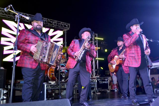 Los Rieleros del Norte, se presentaron en un evento privado, realizado en la alberca del casino Stratosphere, el jueves 4 de agosto de 2016. Foto El Tiempo