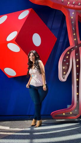 Rosie Mercado, modelo de tallas 'plus' en Fremont Street Experience, el jueves 23 de junio 2016, en Las Vegas, perdió más de 200 libras en tres años y  firmó contrato con True Model Manage ...