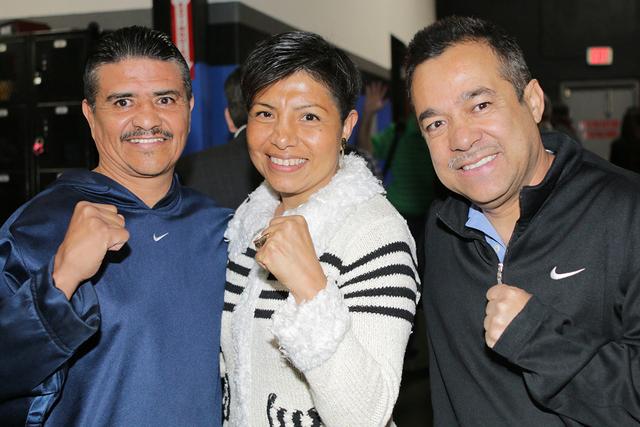 De izquierda a derecha, los ex boxeadores Michael Carbajal y Laura Serrano, y el colaborador de Relaciones Públicas de NVBHOF, Jaime Estrada, miércoles 15 de febrero en el gimnasio Real Boxing.  ...