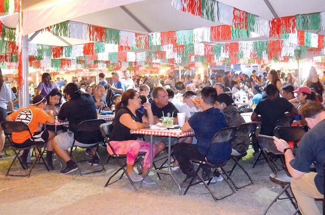 Visitantes disfrutan de la diversidad de entretenimiento y comida que ofreció el San Gennaro Feast en su edición 2016, celebrada en Craig Ranch Regional Park. Foto El Tiempo