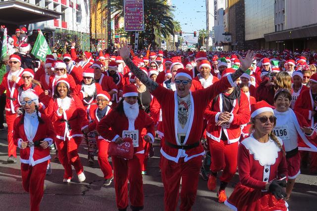 SANTAS 7: Con gran entusiasmo, más de 8,000 personas participaron en la 12ª edición de 'Great Santa Run', el sábado 3 de diciembre en el centro de Las Vegas. | Foto El Tiempo/ Anthony Avel ...