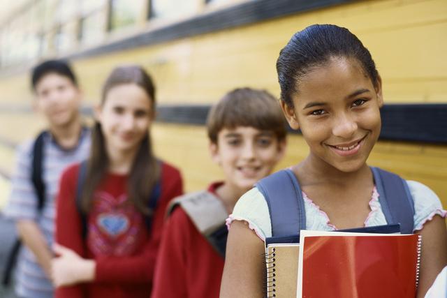 El distrito anima a los padres a enfatizar en sus hijos la seguridad al montar el autobús.   Thinkstock
