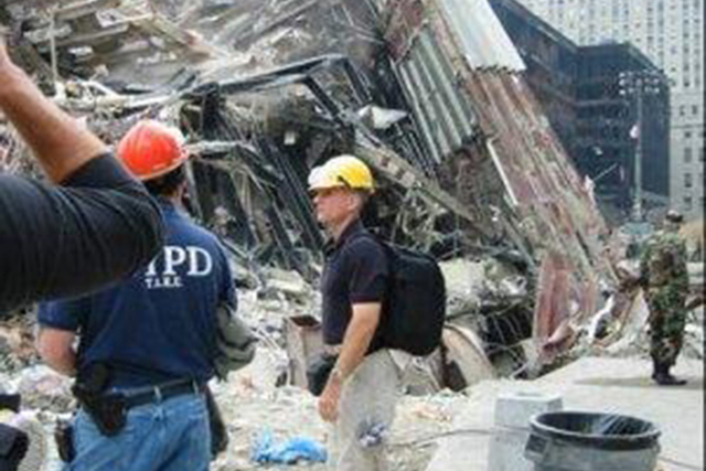 Joe Heck durante su participación en las labores de ayuda y rescate en la Zona Cero tras los atentados terroristas del 11 de septiembre. Foto: Cortesía.
