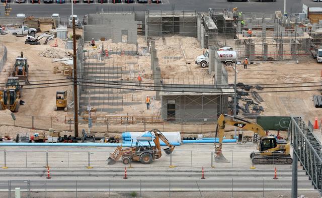 La tasa de desempleo en Nevada bajó a 5.2% lo que indica una mejora modesta pero sostenida, dio a conocer el gobierno de Nevada el 14 de diciembre del 2016. La construcción es uno de los sectore ...