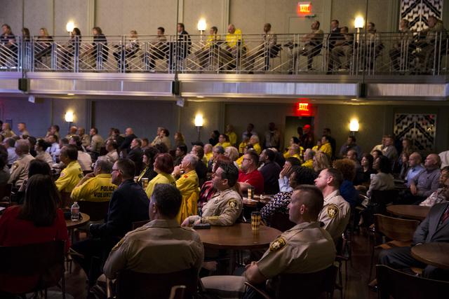 Oficiales y líderes del Departamento de la Policía Metropolitana de Las Vegas escuchan al sheriff Joe Lombardo, el 22 de febrero del 2017, en el Smith Center, en Las Vegas. (Erik Verduzco/Las Ve ...