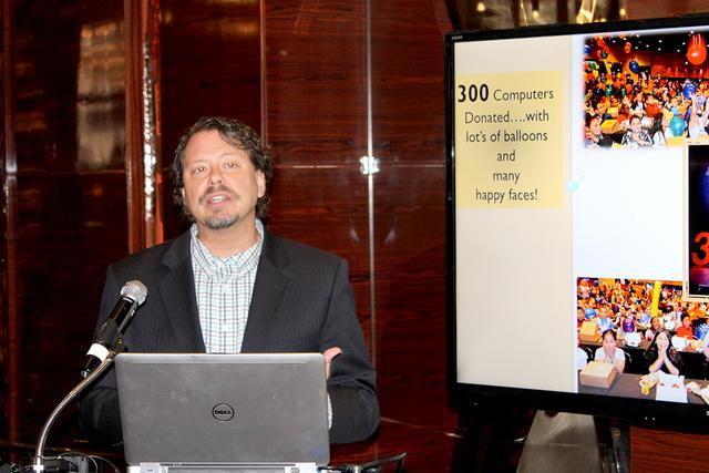 El superintendente del CCSD, Pat Skorkowsky, agradeció la donación y la vinculación de Station Casinos por los 16 años del programa Smart Start, el lunes 24 de octubre de 2016. Foto El Tiempo