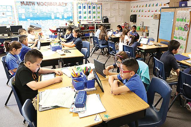 Alumnos del segundo grado de Roundy Elementary School atienden su clase, el miércoles 5deabrilde2016.(Bizuayehu Tesfaye/Las Vegas Review-Journal)