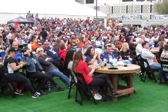 Miles de personas se reunieron en el centro de Las Vegas para disfrutar de la edición número 51 del Súper Tazón, el sábado 5 de febrero en el Centro de Espectáculos del Centro de Las Vegas.  ...