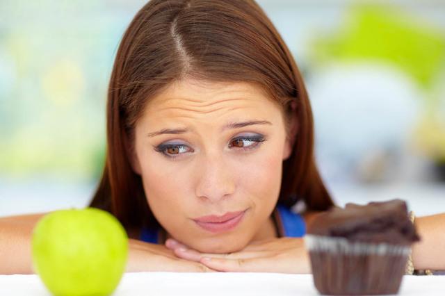 """La permanente lucha entre elegir alimentos sanos o comida """"chatarra"""" empieza en la infancia. (Agencias)."""