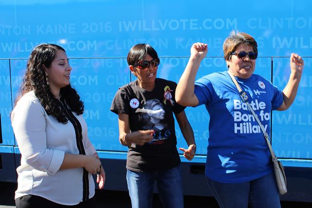 Simpatizantes de la candidata demócrata Hillary Clinton, durante una de las actividades de campaña de la ex secretaria de Estado, el miércoles 19 de octubre de 2016. Fotos El Tiempo