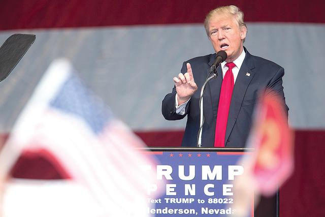 El candidato republicano a la presidencia, Donald Trump ofreció un discurso durante un evento de campaña en Henderson Pavilion, el miércoles 5 de oct. de 2016 en Henderson, NV. Erik Verduzco/La ...