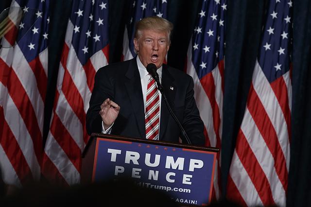 El candidato presidencial republicano Donald Trump habla de seguridad nacional, el miércoles 7 de septiembre, 2016, en la Liga de Unión en Filadel a. (AP Photo/Evan Vucci)