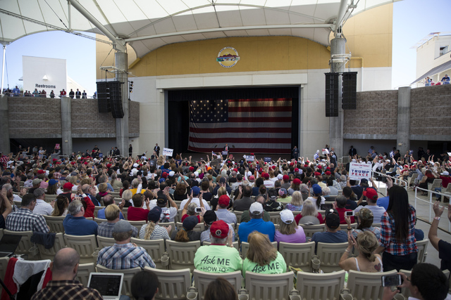 Se informó que unas siete mil personas simpatizantes acudieron a escuchar al candidato republicano Donald Trump, el miércoles 5 de octubre del 2016 en el Henderson Pavillion. (Foto Erik Verduzco ...