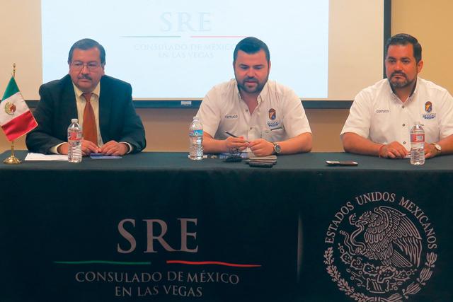De izquierda a derecha; Jorge Elizondo, cónsul de Asuntos Comunitarios del Consulado de México en Las Vegas; Christian Ibarra, director general de COTUCO; y Martín Medina, gerente de mercadotec ...