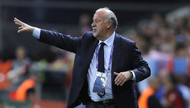 El entrenador de la selección española, Vicente del Bosque gestures durante un partido de Euro 2016 del Grupo D entre España y Turquía en el estadio Allianz Riviera en Niza, Francia, el vierne ...