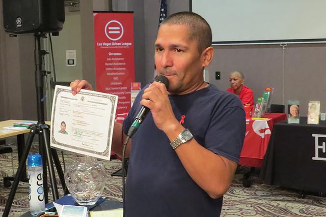 """""""VIH es una condición, SIDA es una enfermedad crónica, cuando el VIH no se controla se transforma en SIDA y puede ser mortal"""": Iván Rodríguez, portador de VIH. Sábado 15 de octubre en el  ..."""