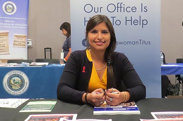 Ana Quintanilla, de la oficina de la congresista Dina Titus, brindó información de utilidad sobre prevención y tratamiento del VIH/SIDA. Sábado 15 de octubre en el Centro para la Comunidad LGB ...