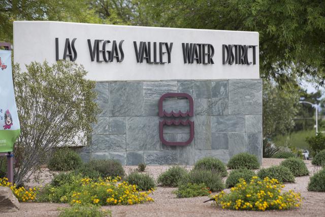 Las oficinas centrales de la agencia Las Vegas Valley Water District se ubican en la intersección de South Valley View y West Charleston. (Erik Verduzco/Las Vegas Review-Journal Follow @Erik_Verd ...