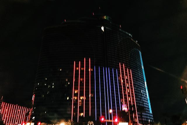 Algunas partes del hotel Rio se quedaron en la obscuridad como resultado de un incendio de origen eléctrico, la tarde del miércoles 28 de diciembre del 2016. (Rio Lacanlale/Las Vegas Review-Jour ...