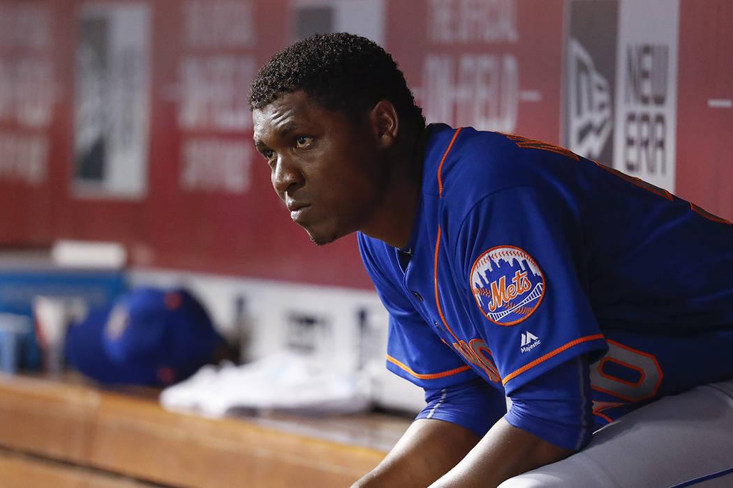 El lanzador titular de los Mets de Nueva York Rafael Montero se sienta en el dugout durante la octava entrada de un partido de béisbol contra los Cincinnati Reds, el miércoles 30 de agosto de 20 ...