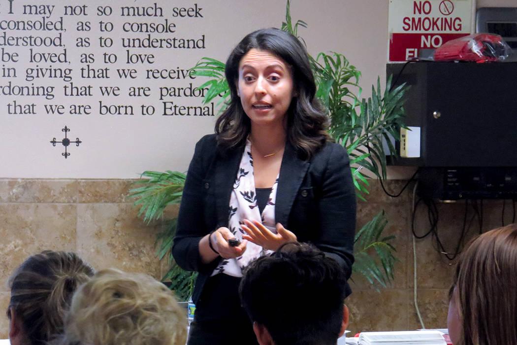 La portavoz de RTC, Ericka Avilés, habló sobre la afluencia turística en el valle de Las Vegas. Miércoles 6 de septiembre en la Iglesia San Cristóbal. Foto El Tiempo.