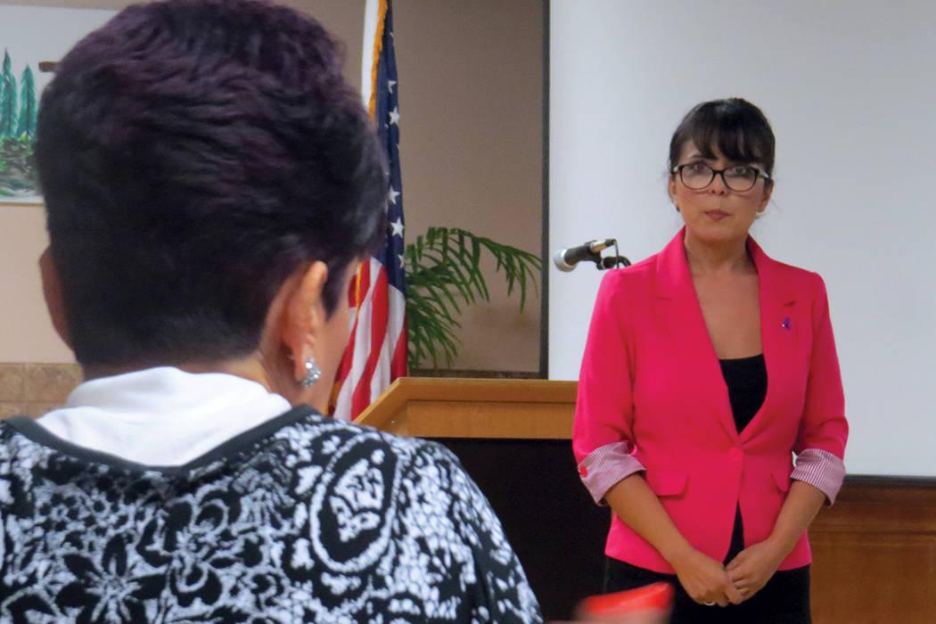 """Durante el evento, una mujer confesó haber sido víctima de violencia doméstica, """"a las personas mayores también nos pasa"""", dijo frente a la intercesora. Miércoles 6 de septiembre en la Ig ..."""