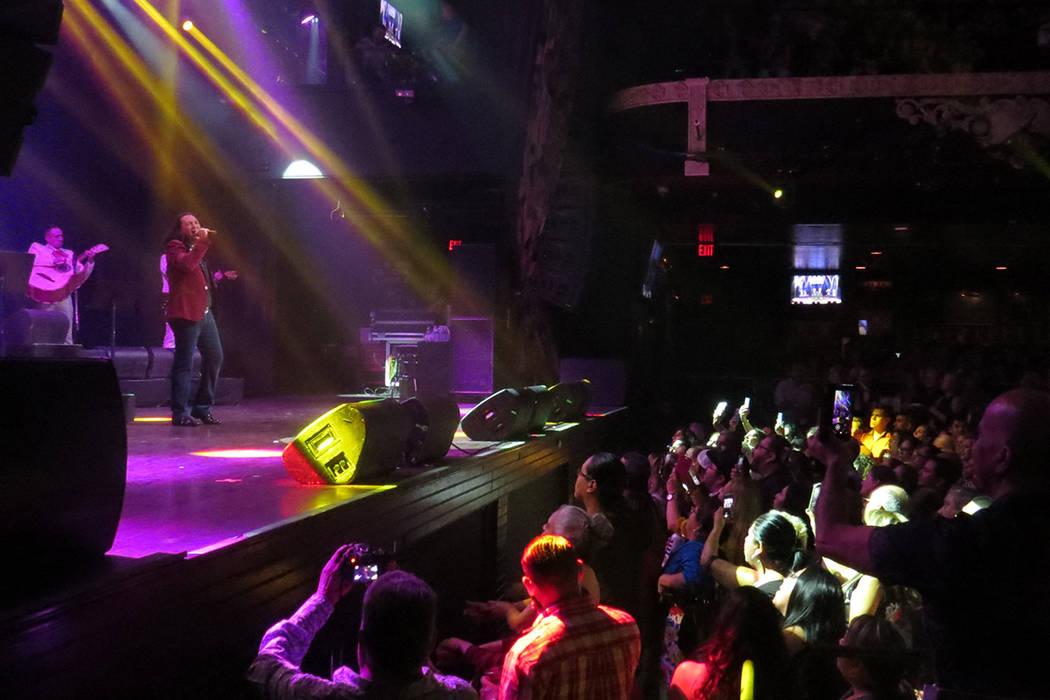 Carlos Daniles se mostró agradecido con la gran respuesta del público. Jueves 7 de septiembre en House of Blues Las Vegas.   Foto Anthony Avellaneda / El Tiempo.