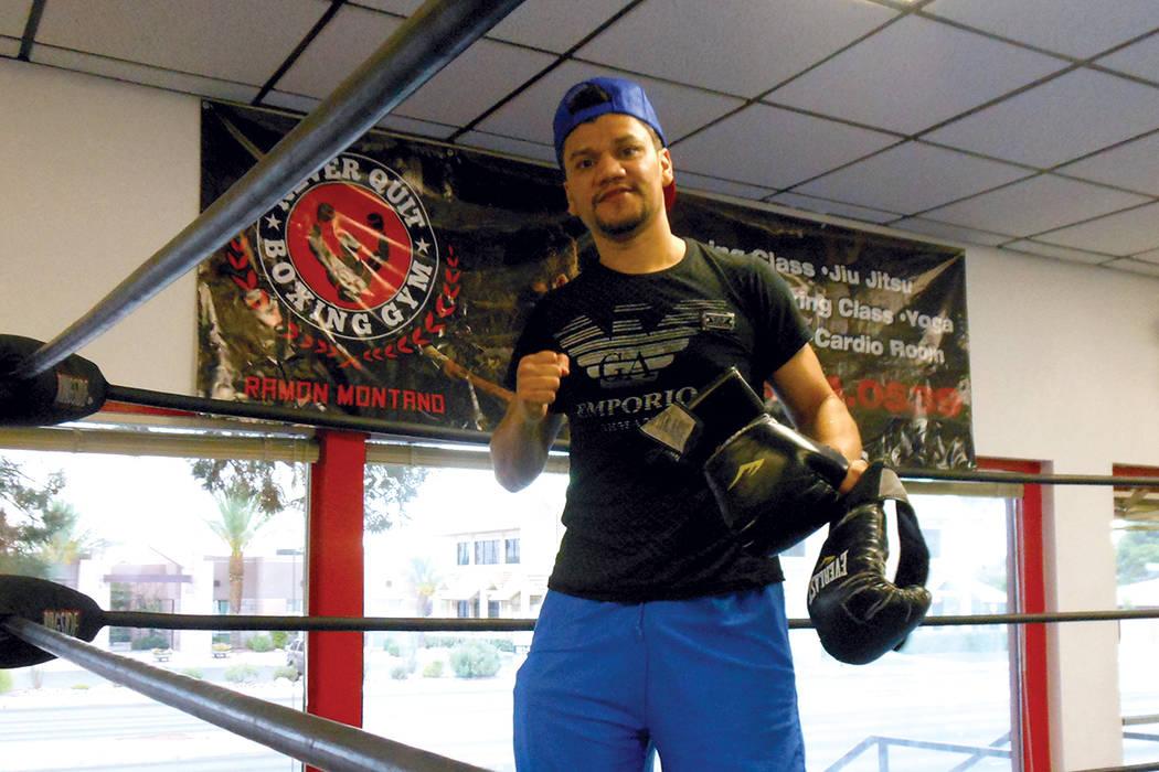 """Ramón Motaño en el ring de su gimnasio 'Never Quit Boxing Gym"""".   Foto Valdemar González / El Tiempo."""