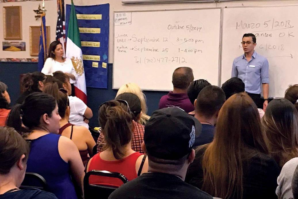 Integrantes de HMT, abogados de inmigración y autoridades estatales, informaron a la comunidad sobre lo que significa la terminación de DACA. Martes 5 de septiembre en Hermandad Mexicana Transna ...