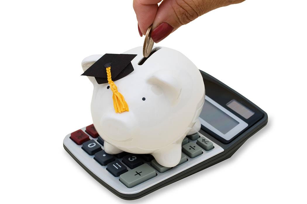 CCSD tiene un presupuesto operativo general de $2,4 mil millones y el 88 por ciento de los fondos sin restricciones del CCDS se destinan a pagar a los empleados del distrito.