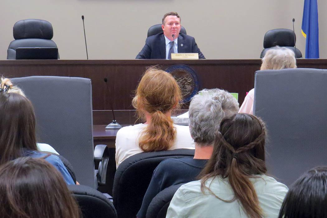 Decenas de personas acudieron a la primera Sesión del Consumidor de la Comisión de Servicios Públicos de Nevada. Martes 12 de septiembre en la Comisión de Servicios Públicos de Nevada.   Foto ...