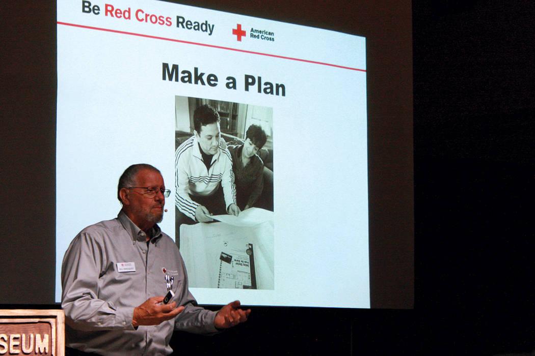 """""""La Cruz Roja responde a emergencias, pero también quiere que la gente se preparare para ayudarse a si misma. Deben tenerse: un paquete y un plan de emergencias, así como mantenerse informados ..."""
