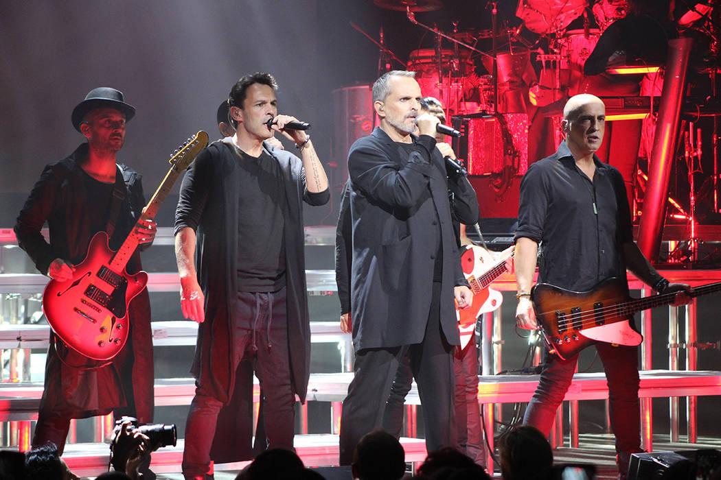 Bosé interpretó canciones de hace 40 años como 'Amiga' y 'Gulliver' en el Hotel y CasinoPalms, 15 de septiembre en Las Vegas.   Foto Cristian De la Rosa/El Tiempo.