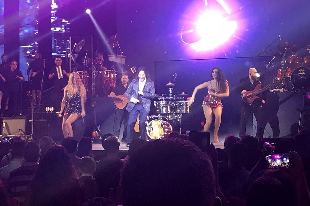 Su espectáculo que incluye bailarinas, imágenes y la interpretación con su hija menor Marla Solís, fue todo el éxito y bien recibido por el público de Las Vegas. | Foto El Tiempo.