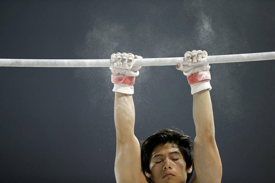 El gimnasta guatemalteco Jorge Vega.   Foto AP/Gregory Bull.