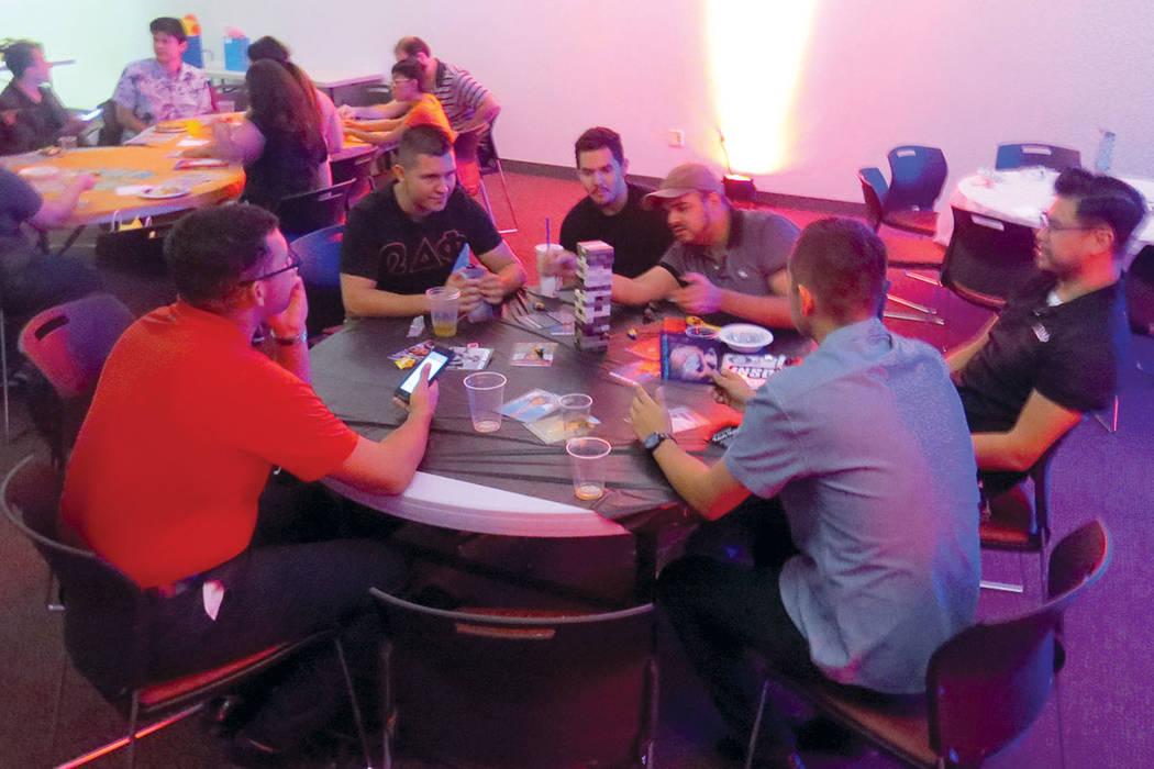 'La lotería' y 'Jenga' fueron algunos de los juegos de mesa en los que participaron los estudiantes de la universidad. Jueves 21 de septiembre en UNLV. | Foto Anthony Avellaneda / El Tiempo.