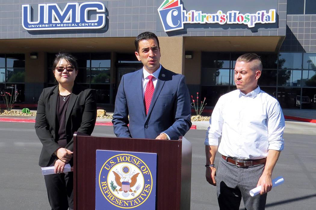 El congresista Rubén Kihuen y grupos aliados pidieron al Congreso reautorizar los fondos del programa CHIP. Miércoles 20 de septiembre al exterior del hospital UMC. | Foto Anthony Avellaneda / E ...