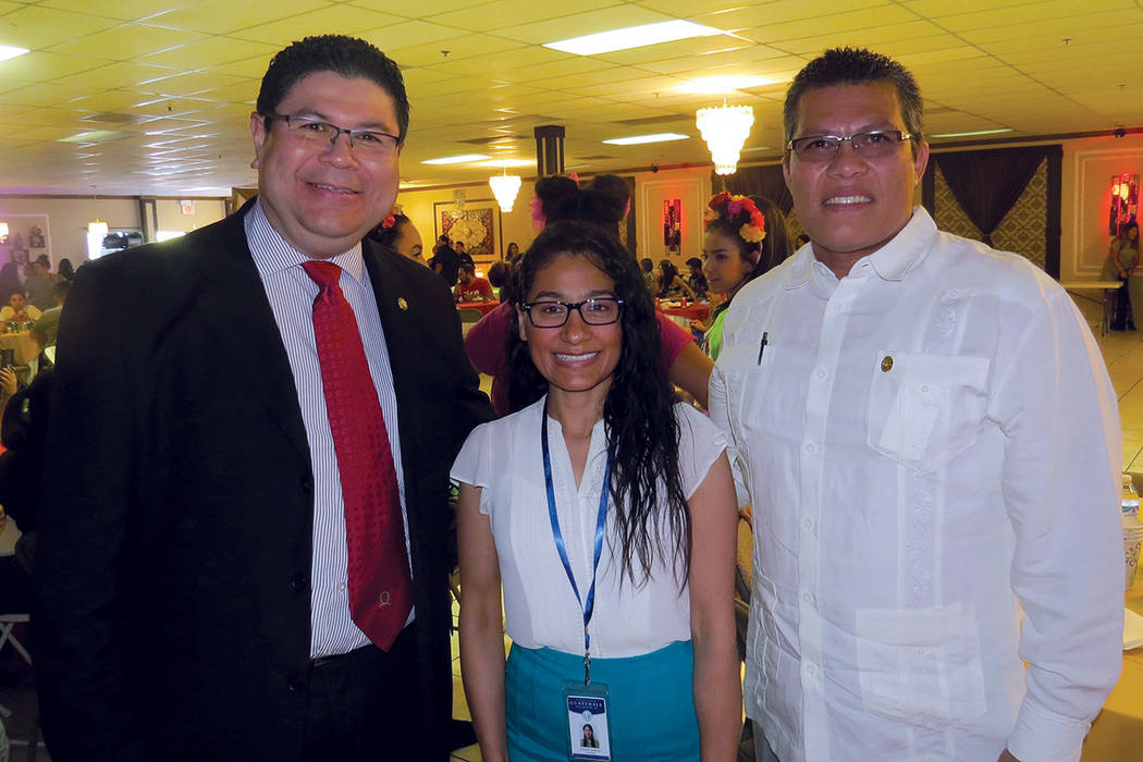 Representantes consulares, Tirso Sermeño (El Salvador), Evelin García (Guatemala) y Camilo Astacio (Nicaragua) durante la celebración por la Independencia de Centroamérica. Sábado 24 de septi ...
