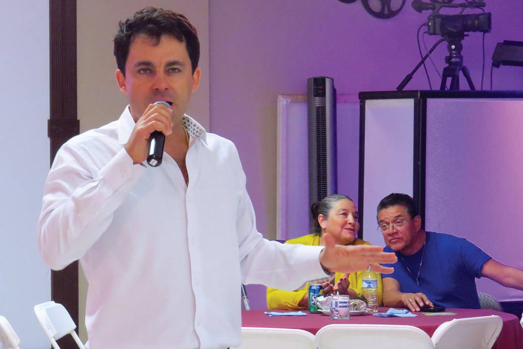 El artista español Antonio Carnota deleitó a los más de 300 asistentes interpretando 'Bésame mucho' y otros temas de su autoría. Sábado 24 de septiembre en el salón La Onda Banquet Hall ...