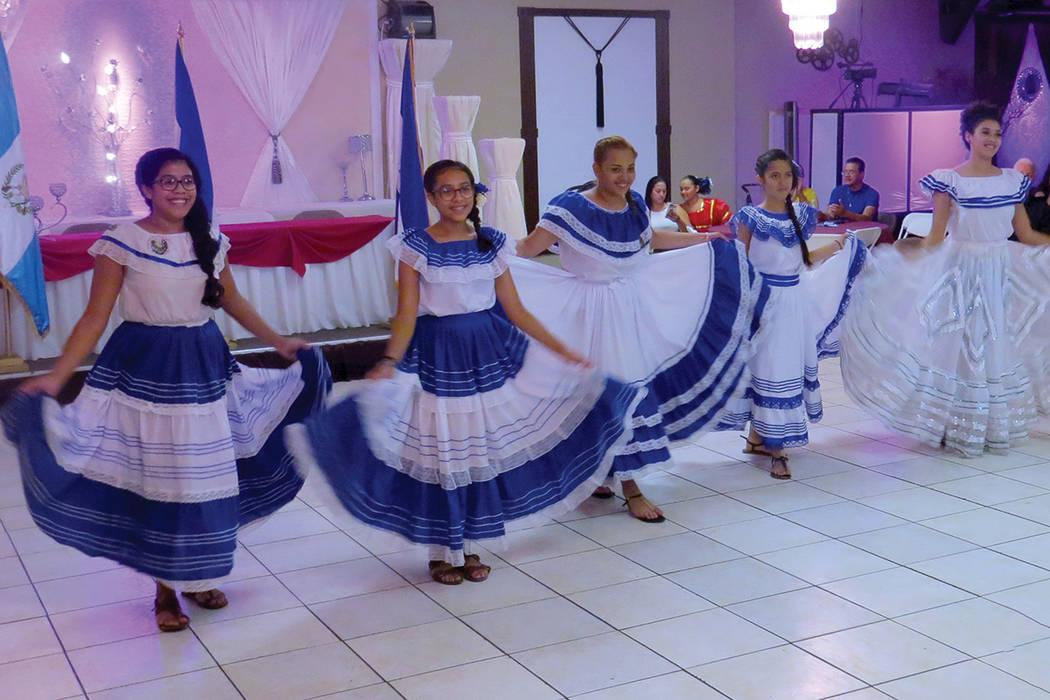 Los bailables folclóricos no podían faltar para conmemorar la Independencia de Centroamérica. Sábado 24 de septiembre en el salón La Onda Banquet Hall. | Foto Anthony Avellaneda / El Tiempo.
