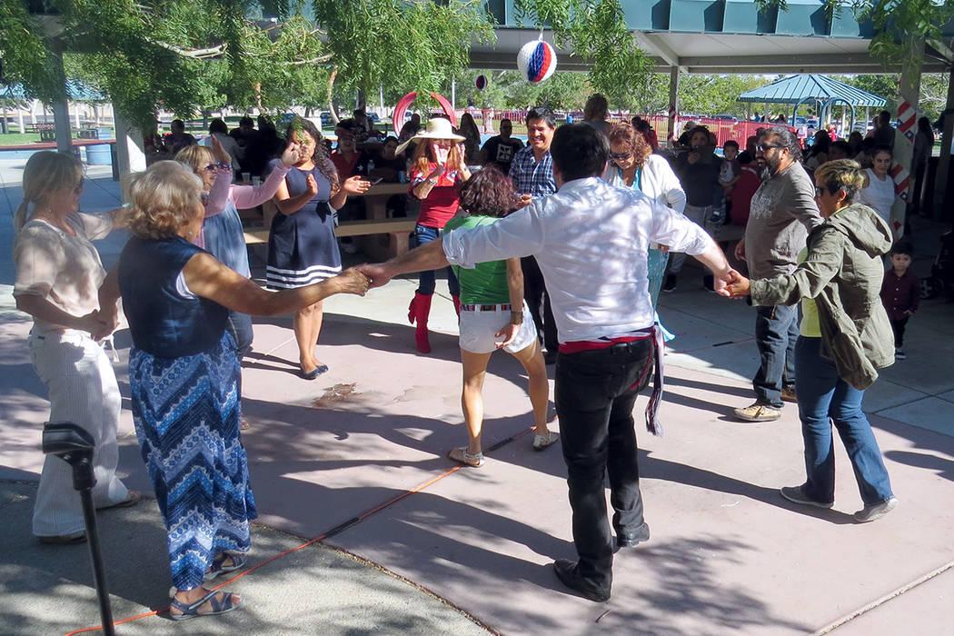 Los chilenos de Nevada dieron una clara muestra de unión y alegría. Sábado 24 de septiembre en el parque Mountain Crest. | Foto Anthony Avellaneda / El Tiempo.