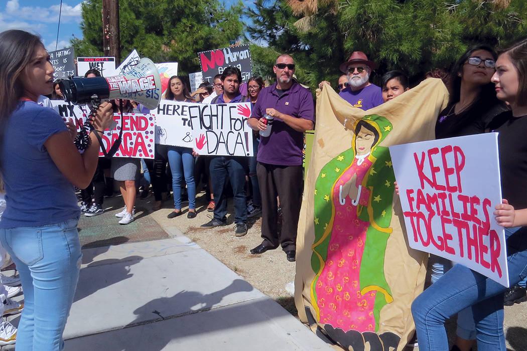 """""""Somos el futuro"""" fue una de las frases más exclamadas por los participantes en la vigilia. Miércoles 13 de septiembre al exterior de la escuela Rancho.   Foto Anthony Avellaneda / El Tiempo."""