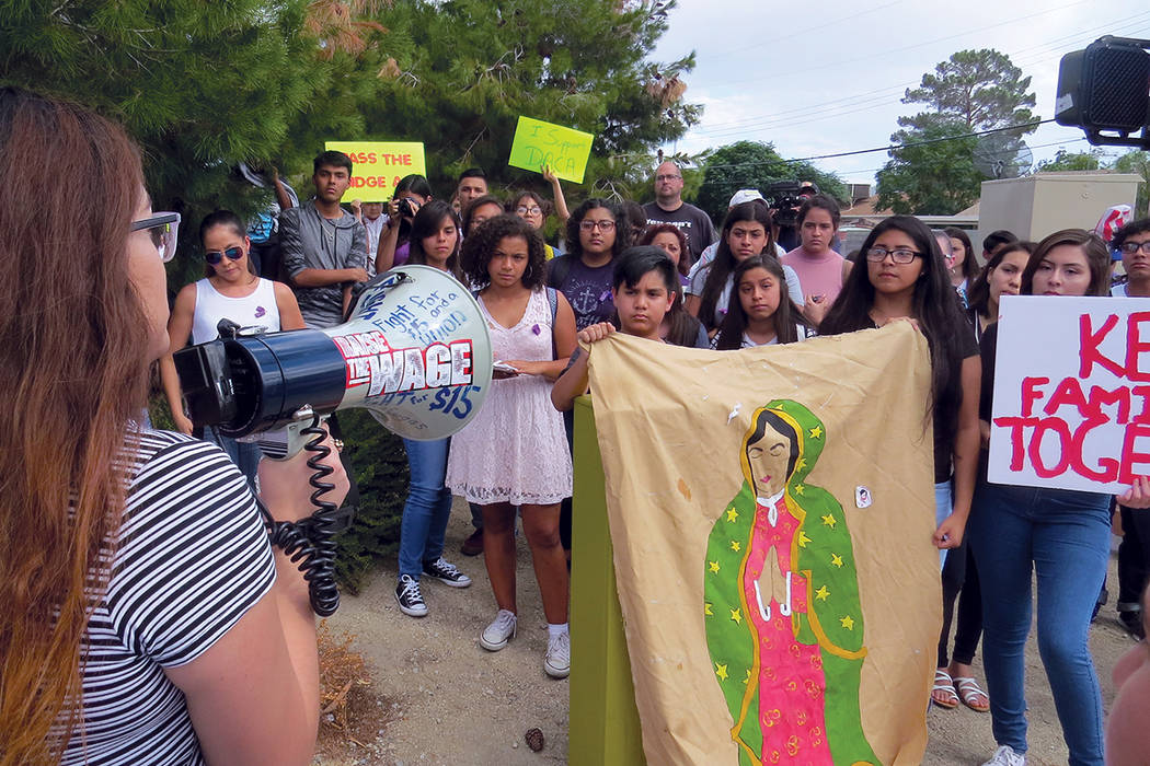 Los jóvenes pidieron proteger DACA y brindarles la oportunidad a los 'dreamers' para poder seguir creciendo en Estados Unidos. Miércoles 13 de septiembre al exterior de la escuela Rancho.    ...