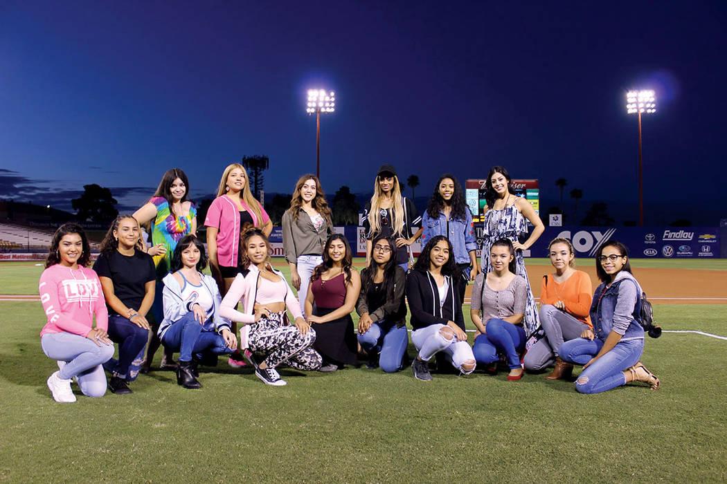 Las señoritas participantes de Miss El Tiempo, fueron presentadas ante los espectadores del juego. Fotos: Campo Cashman, 22 de septiembre 2017, Las Vegas, Nevada. | Cristian De la Rosa / El Tiempo.