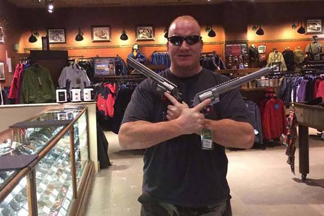 Richard Scavone, un oficial de policía de Las Vegas que fue relevado del deber con salario después de las acusaciones de que tuvo un enfrentamiento violento con una mujer sospechosa de prostituc ...