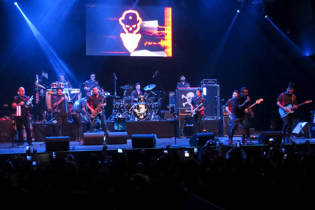 Cientos de personas disfrutaron de un eufórico concierto ofrecido por Panteón Rococó. Jueves 28 de septiembre en House of Blues.   Foto Anthony Avellaneda / El Tiempo.