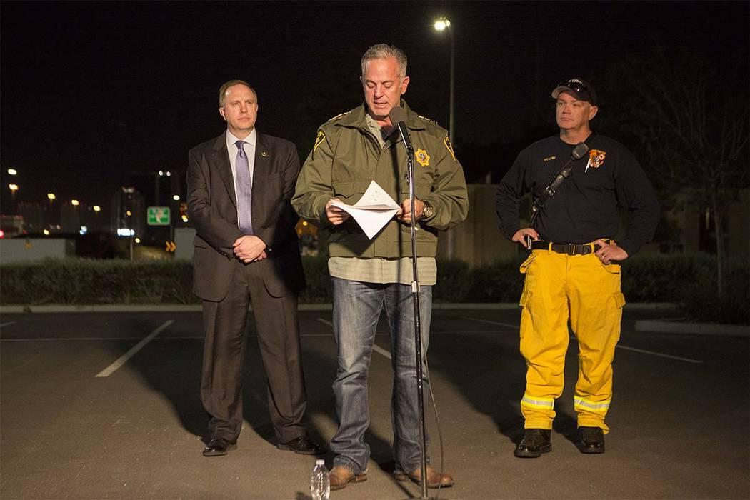 El Departamento de Policía Metropolitana de Las Vegas, Joseph Lombardo, se dirigirá a los medios de comunicación fuera del cuartel general del Departamento de Policía de Las Vegas en Las Vegas ...