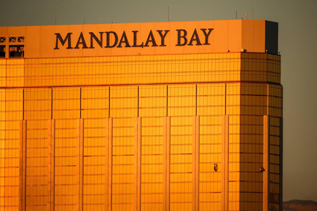 Las ventanas rotas se pueden ver desde Mandalay Bay, donde Stephen Paddock disparó a los conciertos el domingo por la noche, matando al menos 58 e hiriendo a más de 500. (Joel Angel Juárez / La ...